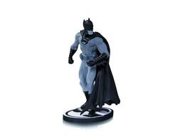 Estatua Batman Black & White By Gary Frank